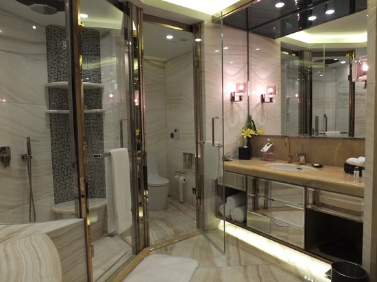 Really nice Bathroom  Picture of Sheraton Huzhou Hot