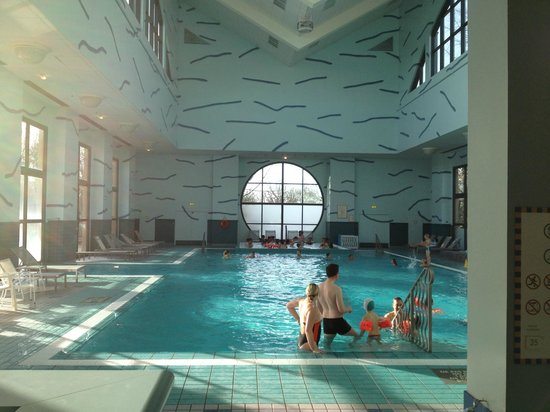 Piscine du New York  Picture of Disneys Hotel New York Chessy  TripAdvisor