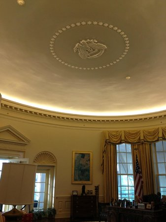 Oval Office Ceiling  Picture of William J Clinton