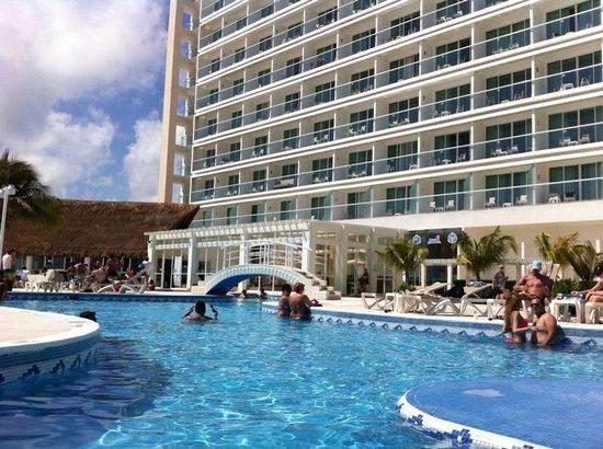 HOTEL PISCINA  Picture of Krystal Cancun Cancun