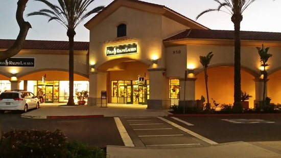 Fashion Court section of Camarillo Premium Outlet Los