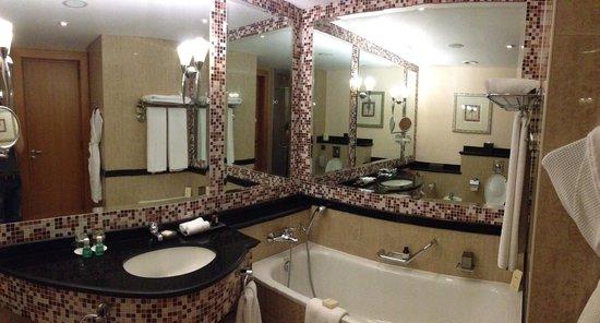 royal in wall gold bathroom accessories dubai plate