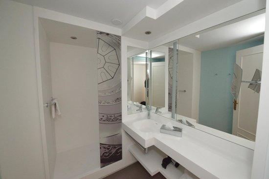 mercure lyon centre beaux arts salle de bain 1