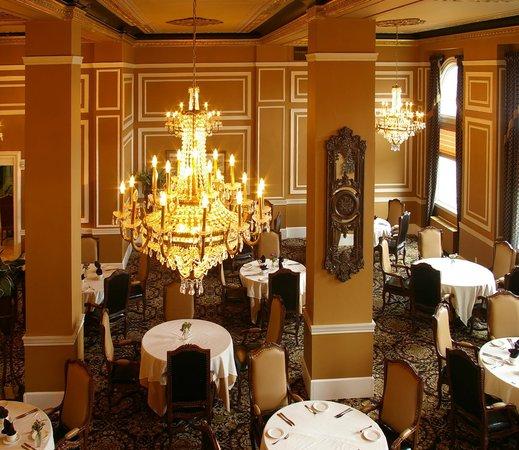 Grant Hall Dining Room Lounge Moose