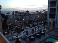 fire pit at pool bar - Picture of Loews Santa Monica Beach ...