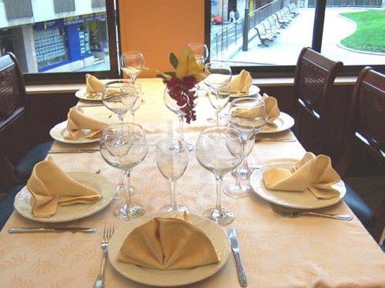 Mesa en Saln Luna fotografa de Don Bustos Restaurante