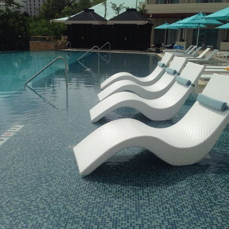 poolside lounge chairs sitting room chair styles chic picture of lotte hotel guam tumon