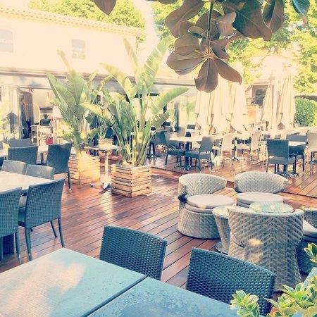 Coin lounge et Jardin  Picture of Le Grill de la Mourachonne Pegomas  TripAdvisor