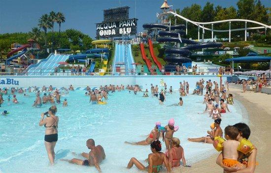 La piscina con le onde  Picture of Acquapark Onda Blu Tortoreto  TripAdvisor