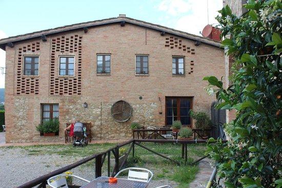 Facciata della casa di campagna con entrata al Ristorante  Picture of Casa Di Campagna in