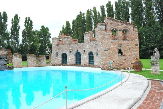 piscina  Foto di Il Tenchio Casirate Olona  TripAdvisor