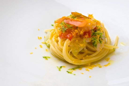 Spaghetti gambero rosso crudo bottarga e lime  Picture of Terrazza Bartolini Milano
