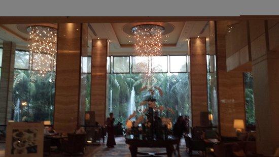 Lobby Picture Of Edsa Shangri La Manila Mandaluyong