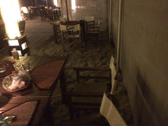 Il Kuta  un stabilimento balneare con ristorante in stile balinese a Punta Marina Terme a poch