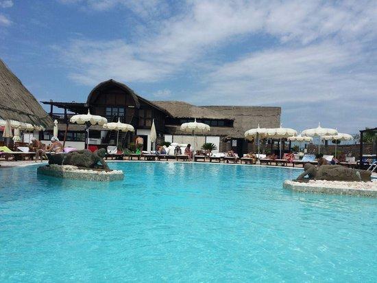 piscina  Picture of Rama Beach Cafe Castel Volturno