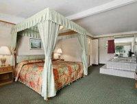 Jacuzzi Suite - Picture of Travelodge Mt. Pocono, Mount ...
