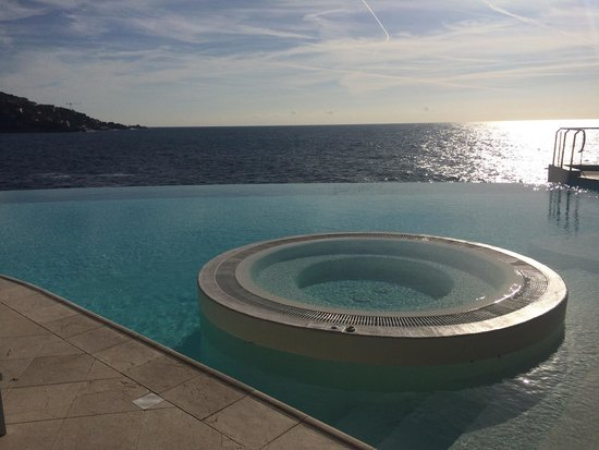 Piscine a dbordement avec eau de mer ainsi que jacuzzi  Picture of Cap Estel Hotel Eze
