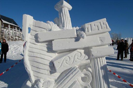 Schneeskulpturen Wettbewerb Findet Jahrlich Statt Picture