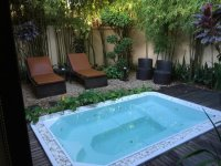 Small garden area with outdoor jacuzzi - Red Poppy ...