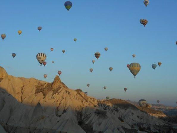 「カッパドキアで夜明けに気球」の画像検索結果