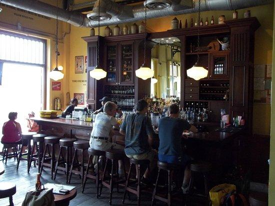 cerveza artesanal en panama - bar La Rana Dorada
