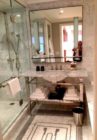 The Surrey Master Bathroom In 2 Bedroom Suite