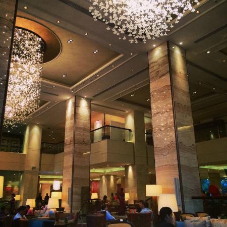 The Lobby Lounge Picture Of Edsa Shangri La Manila