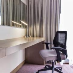 Chair Design Bangkok Hospital Chairs For Sale Holiday Inn Express Sukhumvit 11 Work Station With Ergonomic