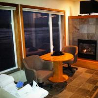 Jacuzzi suite with fireplace. - Picture of Nordic ...