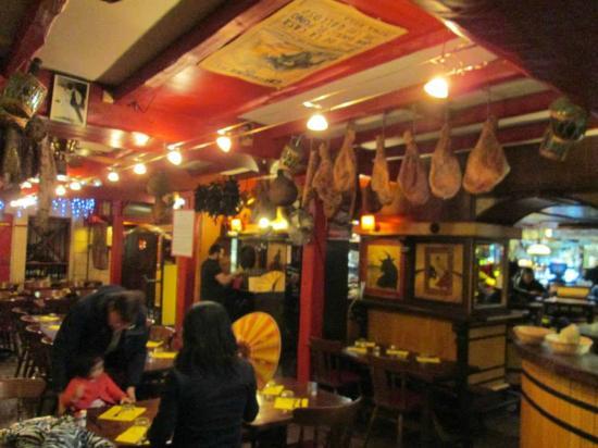 la salle de restaurant trs typique  Picture of Chez Txotx Bayonne  TripAdvisor