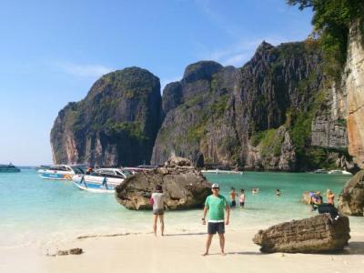 Maya Bay - Picture of Phi Phi Islands, Krabi Town ...