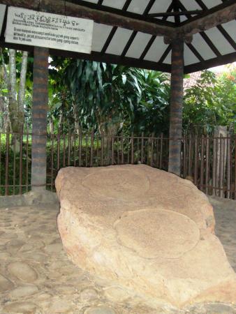 Prasasti Kebon Kopi : prasasti, kebon, Prasasti, Kebon, (Tapak, Gajah), Picture, Situs, Tapak, Gajah,, Bogor, Tripadvisor