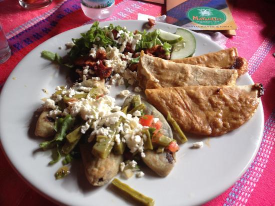 Comida Mexicana Tradicional Con Pollo