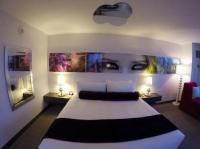 motels with mirrors on the ceiling | www.lightneasy.net