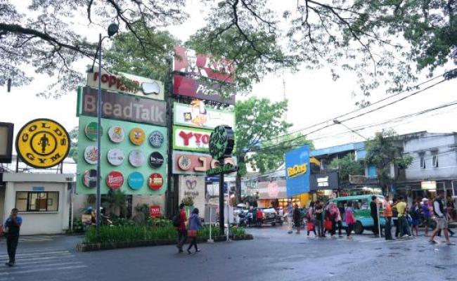 Banyak Pohon Di Mal Cihampelas Walk Ciwalk Di Bandung
