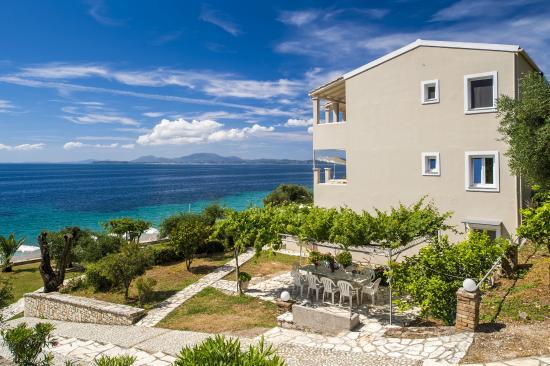 Krouzeri Beach Apartments Corfu By The