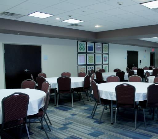 Holiday Inn Express  Suites 122 133  UPDATED