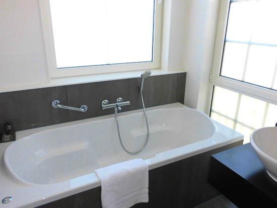 BathtubWhirlpool Grondleggers Junior Suite  Picture of Inntel Hotels Amsterdam Zaandam