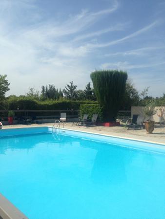 Piscine Picture Of Les Aubuns Country Hotel Caissargues