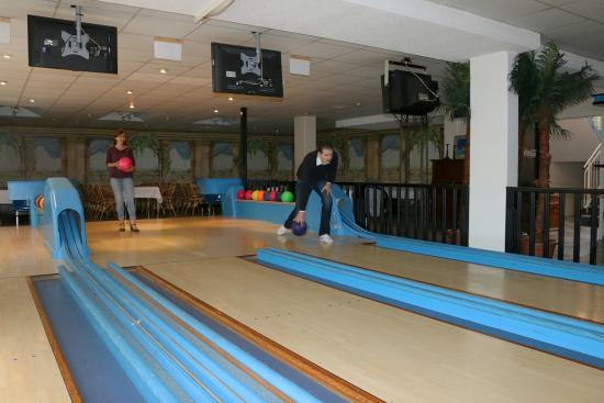 Restaurant Bowling Raum Picture Of Hotel Torgauer Brauhof