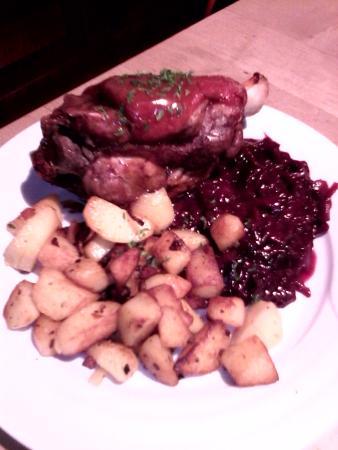 Jarret De Porc Au Chou : jarret, Schweinshaxe, Jarret, Grillé, Rouge, Pommes, Sautées, Picture, Aachener, Brauhaus,, Aachen, Tripadvisor