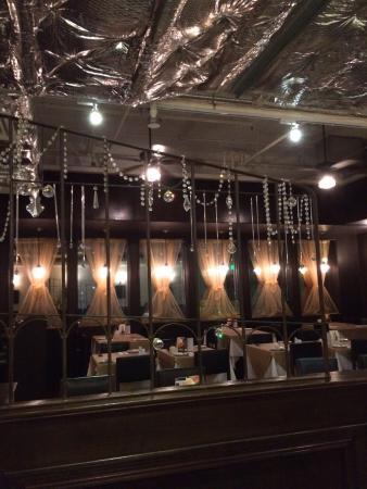 店鋪外觀 - Picture of Queen's Cafe, Hong Kong - Tripadvisor