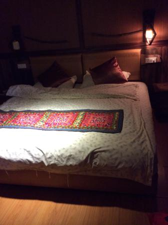 Longji Ping An Hotel Bed With Too Small Quilt