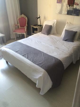 Les Aubuns Country Hotel Prices Reviews Caissargues