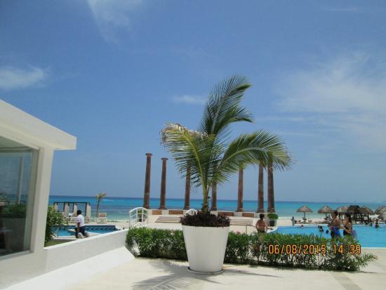 Piscina y playa fotografa de Krystal Cancun Cancn