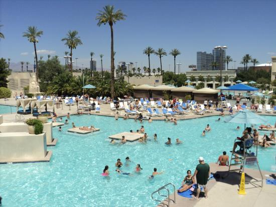 Piscina hotel Luxor  Picture of Luxor Hotel  Casino Las Vegas  TripAdvisor