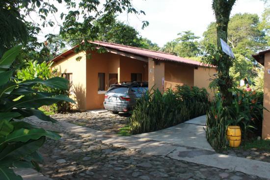 Foto De Hotel Y Bungalows El Jardin, Retalhuleu Area De