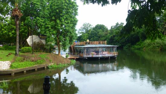 Restaurantboot Vor Dem Hotel Picture Of Pung Waan Resort