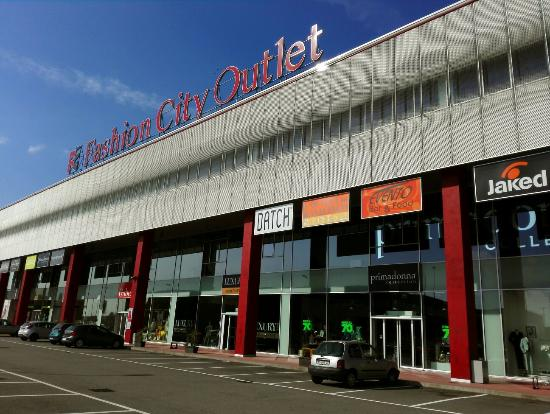 Outlet Ma Recensioni Su Fashion City Outlet San
