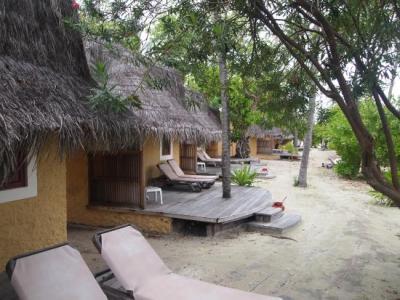 Bonthi Beach Bungalows - Picture of Kuredu Island Resort ...